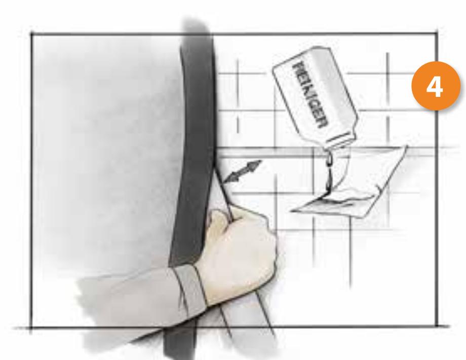 Cambio de bañera por plato de ducha. Paso 4, impermeabilizamos la pared para evitar filtraciones.